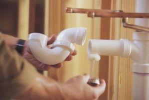 Cómo conectar PVC a un sumidero