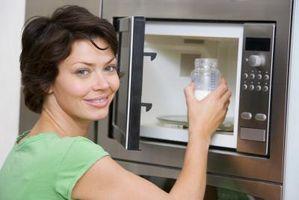 Cómo instalar o quitar un horno de microondas