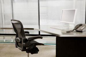 Cómo arreglar una silla de oficina que se está inclinando Derecho