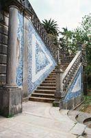 DIY: Instalación del azulejo de la terracota en las escaleras de hormigón Fuera