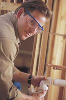 Cómo reemplazar una alcantarilla de hierro fundido Tubería de PVC