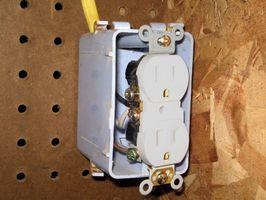Cómo agregar una toma de corriente desde un interruptor de luz existente