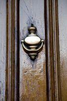 Cómo Teñir puertas exteriores de madera