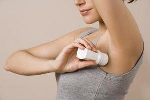 Cómo utilizar alcohol para eliminar las manchas de antitranspirantes