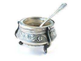 Cómo limpiar plata con bicarbonato de sodio y la hoja de lata