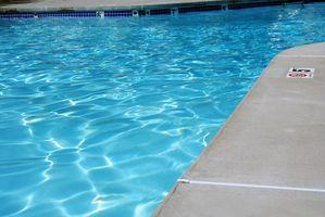 Cómo aplicar parches a una piscina de hormigón