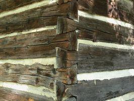 Cómo cortar una cola de milano para una casa de madera