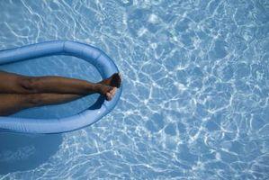 Cómo inflar un flotador de la piscina