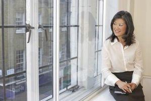 ¿Cómo hacer Yeso esquinas redondeadas en un travesaño de la ventana