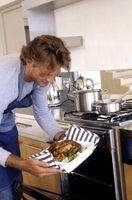 Cómo limpiar al horno de la alimentación humana desde la parrilla del horno y horno
