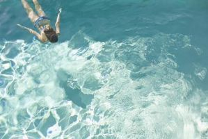 Lo que hizo que el agua en la piscina de fibra de vidrio Mi dar vuelta a marrón verdoso?