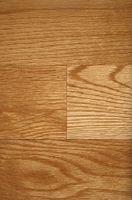 Las mejores cosas para poner en la parte inferior de una silla de cocina con un suelo de madera