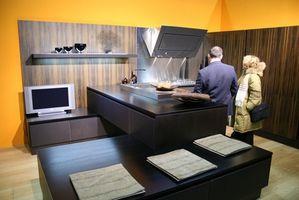Cómo construir puertas del gabinete de cocina en madera de roble de madera contrachapada