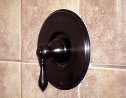 Cómo arreglar una manija del desviador de ducha