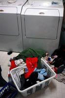 Cómo instalar un apilable lavadora y secadora Maytag