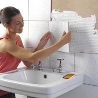 Cómo hacer un cuarto de baño blanco moderno de la mirada