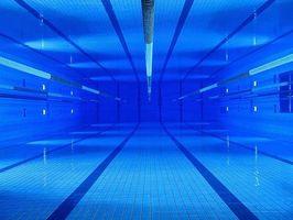 Cómo quitar las manchas de una piscina