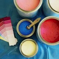Cómo mezclar y oscurecer pintura de la pared con una rueda de color