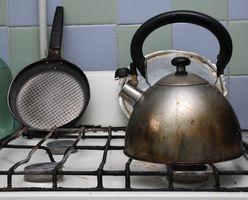 Cómo limpiar los derrames de hidrocarburos en una estufa de gas