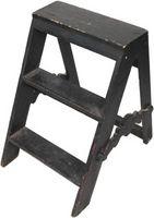 Cómo utilizar una escalera de madera como decoración del hogar