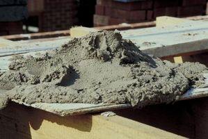 Cómo mezclar cemento para postes de la terraza