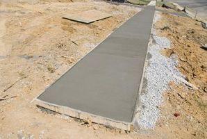Cómo hacer pasarelas de cemento incrustado con cristal Tumbled