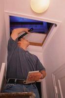 Cómo cerrar un puntal para una escalera del ático