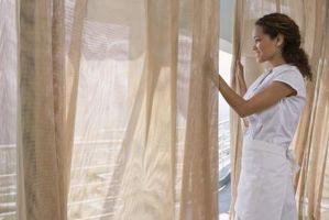 Ideas para colgar cortinas delante de Chrome Estanterías