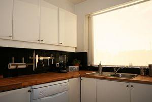 Cómo hacer un corte en ángulo de 45 grados en su laminado Mueble de cocina