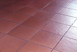 Cómo quitar mosaico del piso de madera