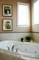Cómo Refinish una bañera con el documento EP-pintura acrílica