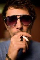 Cómo obtener cigarrillo se quema de una mesa de café