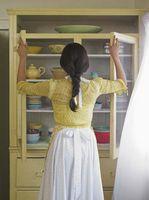 Ideas lindas para entre los gabinetes y el techo en la cocina