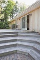 Los colores de la casa para ir con una cubierta de Brown y Redwood Puerta