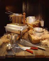 Cómo decorar una mesa de invitados El uso de un frotamiento Pan como una pieza central