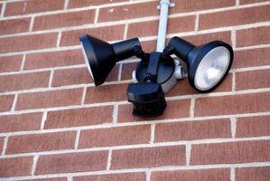 Cómo instalar una luz del patio trasero