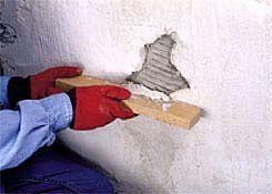 Cómo reparar grietas y agujeros en estuco