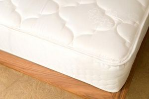 ¿Cómo deshacerse del olor de plástico sobre un colchón de bebé