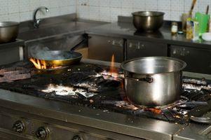 Limpieza horneada cosas de superficie de la estufa