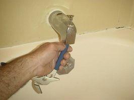 Cómo reemplazar una tina de baño del canalón