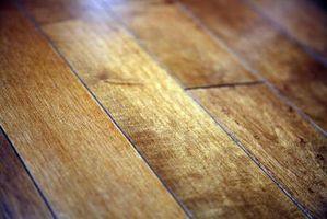 La separación normal de los pisos de madera