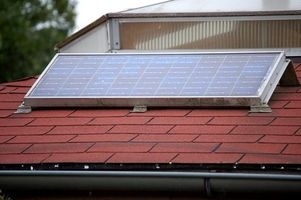 Cómo almacenar la energía solar con baterías de coches
