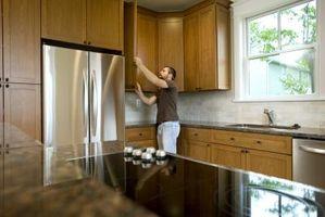 Cómo organizar y ordenar armarios de cocina en la cocina