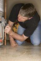 Cómo instalar un tubo de descarga en un calentador de agua