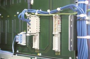 Cómo utilizar una herramienta de Inserción a presión en un bloque de teléfono