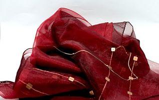Los tratamientos para las bufandas de seda de la ventana