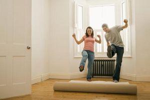 Cómo anclar un corredor de un piso de madera