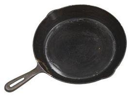 El cocinar con hierro fundido, ollas y sartenes