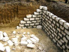 Requisitos Residencial en una pared del bloque