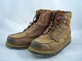 Cómo limpiar los zapatos con el roble venenoso